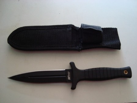 Nož-crni